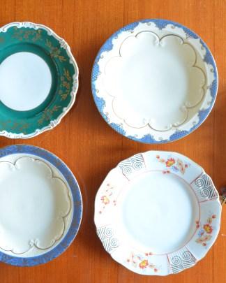 Lot de 4 assiettes décorative fabriquées en Allemagne. Elles sont toutes différentes et très fines!