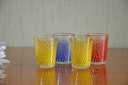 Lot de 4 verres-shooter vintage rayé jaune, rouge et bleu