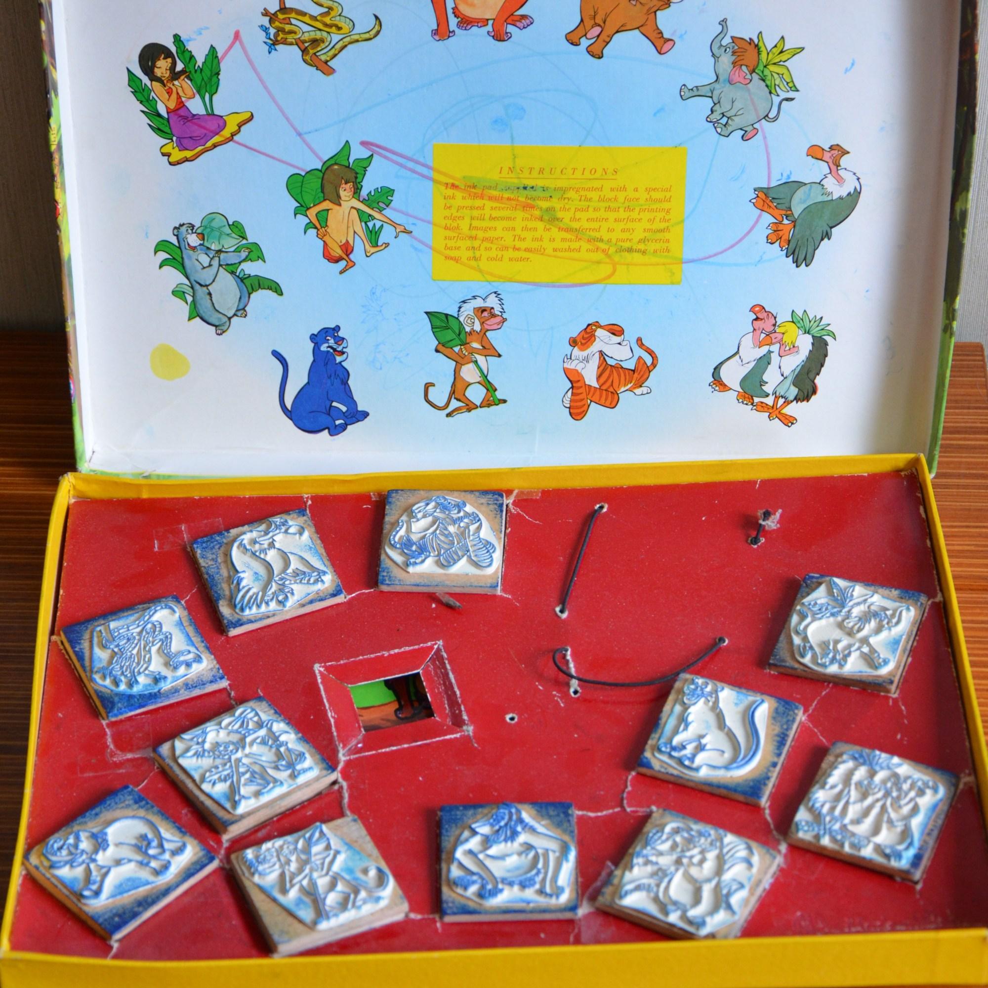 """Tampons encreur """"le livre de la Jungle"""" Walt Disney, produit fabriqué en Italie. Il manque un tampon (Shanti)."""