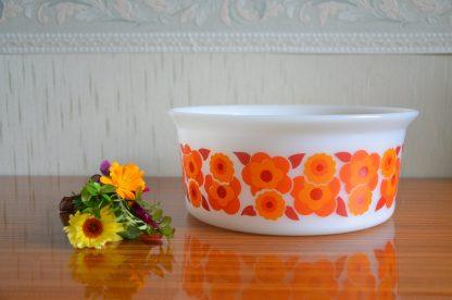 Saladier en opaline de la marque Arcopal de la collection Lotus, orange vintage années 70, grand modele