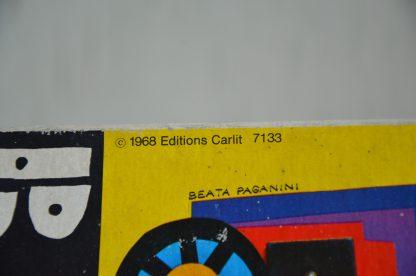 Jeu du bricoleur, édition Carlit de 1968. Il est abîmé mais un jeu de 52 ans a bien ce droit! Il est composé de modèle, de plaques de bois trouées, de petits clous, d'un marteau en bois et d'un support.
