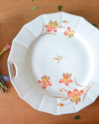 Plat à tarte de la manufacture Karlsbad Czechoslovakia au motif de fleurs orange, marron et jaune.