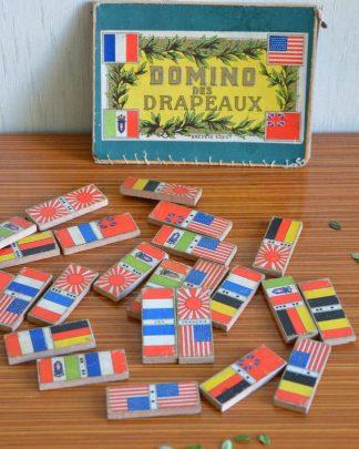 """Jeu ancien """"Domino des Drapeau"""". 25 pièces. Boite cassée, manque des pièces. Domino en bois. jeu français"""