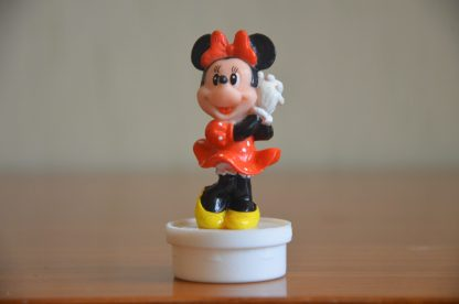 Bouchon de tube de bonbons Smarties Nestlé, figurine de Minnie en plastique, 7cm de haut et 3 cm de large. Made in China.