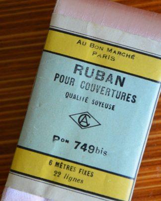 """Ruban de couturière rose poudré , ruban pour couverture, 6 mètres fixe, non déballé. """"Au bon marché"""""""