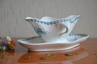 Saucière en faïence bleu, sans manufacture particulière, motif papillon et feuilles