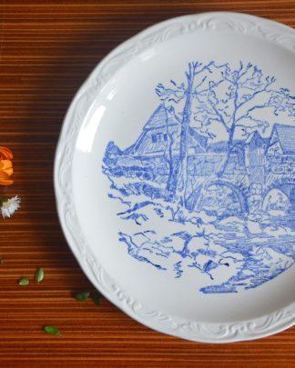 Assiette à dessert de la manufacture Sarreguemines France motif bleu d'un pont et d'une maison.