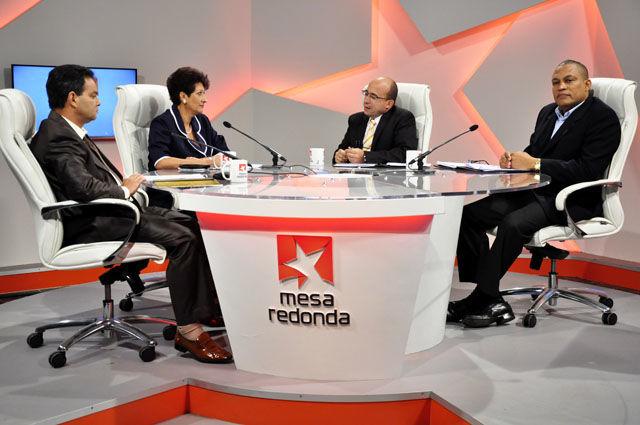 Es la primera de tres emisiones de la Mesa Redonda para abordar los preparativos del nuevo curso escolar. Foto: Roberto Garaicoa.