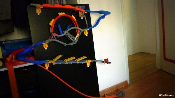 avis circuit hot wheels wall tracks et voiture video racer mes doudoux et compagnie blog de. Black Bedroom Furniture Sets. Home Design Ideas