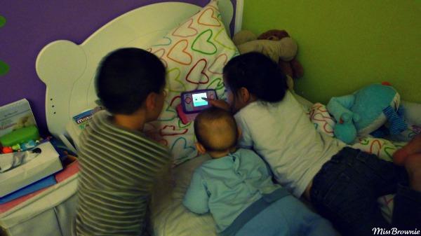 3-enfants-dans-1-lit