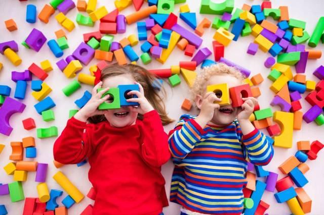 enfants dans une micro-crèche