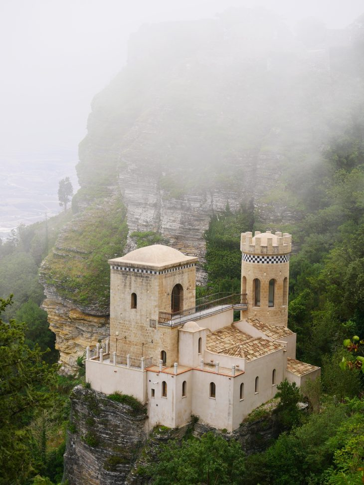 La Torretta Popelini, située à flanc de falaise, à Erice.