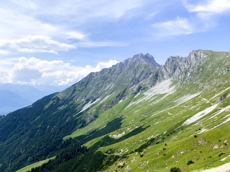 Vue sur les montagnes après avoir pris le Nordkette et être descendu au Hafelekar