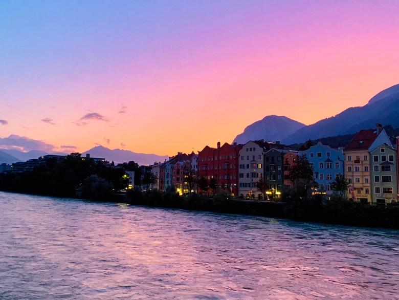 Un coucher de soleil sur la rive