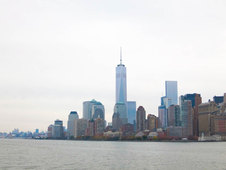 Vue sur la skyline depuis la traversée jusqu'à Ellis Island