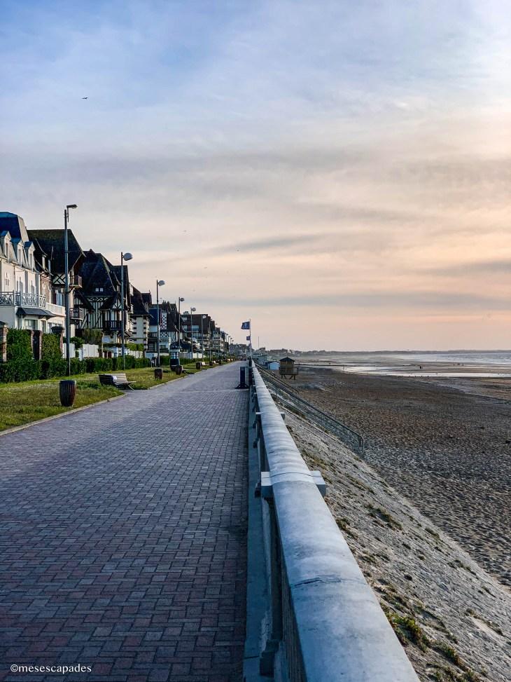 La digue de Cabourg en Normandie