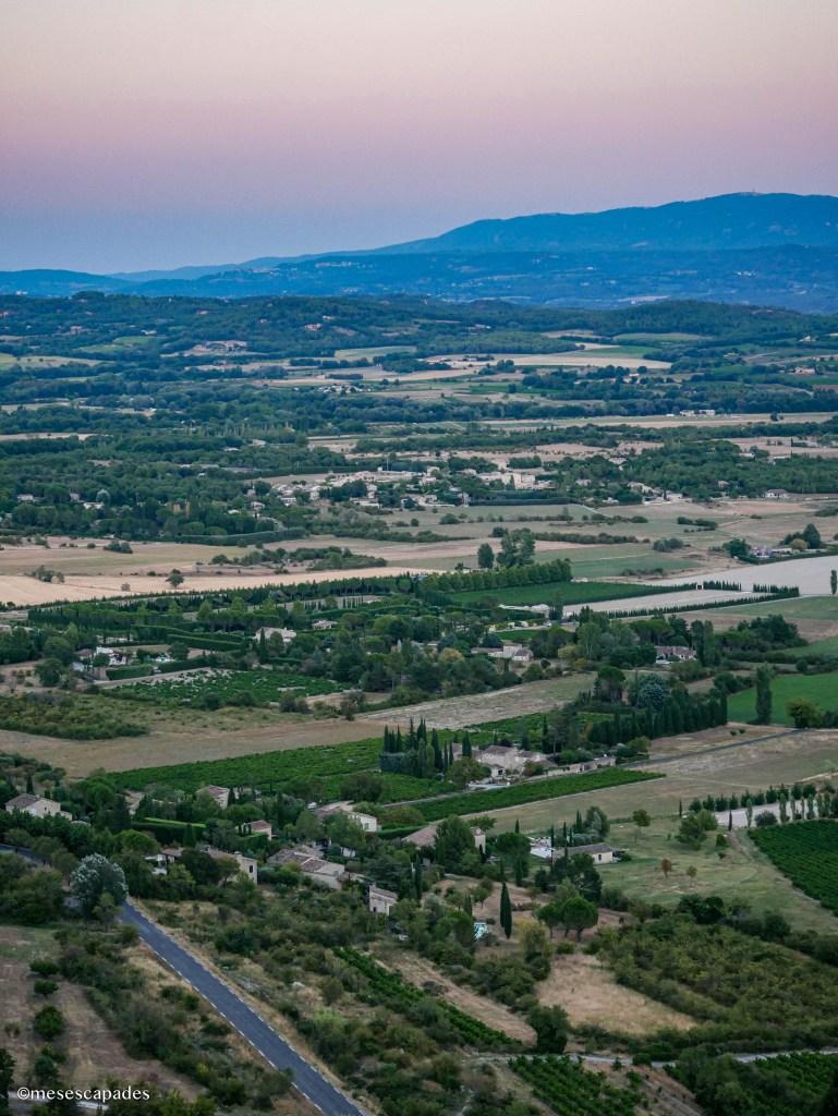Vue sur les environs depuis le Rocher de Bellevue à Saignon