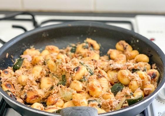 Recette des gnocchis poêlés aux courgettes, thon, curry