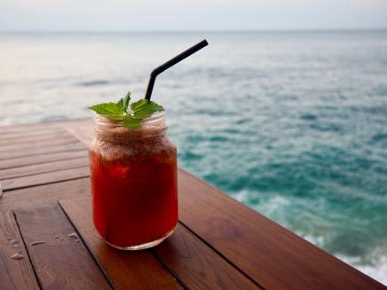 beach-celebrate-cheers-1058433