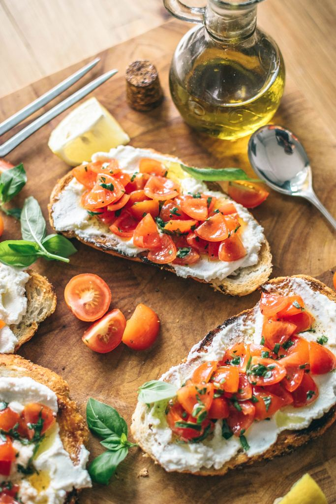 Tomato-and-basil-bruschetta
