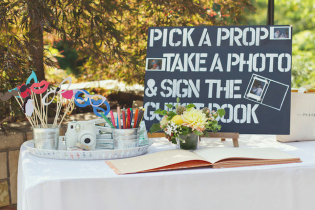 DIY-Photobooth-sign-simply-peachy-wedding-blog