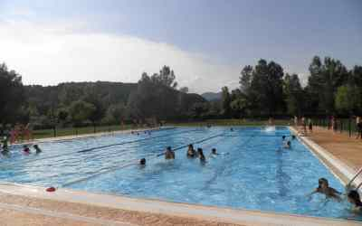Free access to swimming pools