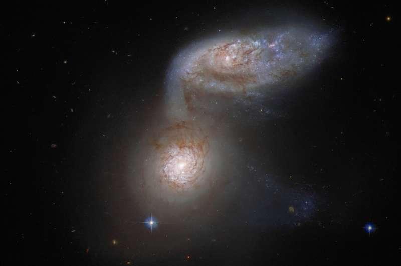 Hubble detects a dangerous galactic dance /phys. org/
