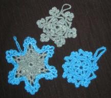 Pour Thali, 2 flocons et 1 étoile dans les tons de bleu.