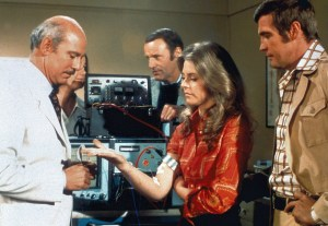 2. Lee Majors, Lindsay Wagner, Richard Anderson and Alan Oppenheimer in The Six Million Dollar Man - ABC