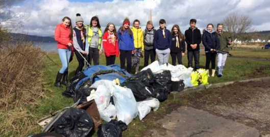 Inverkip volunteers at beach clean.