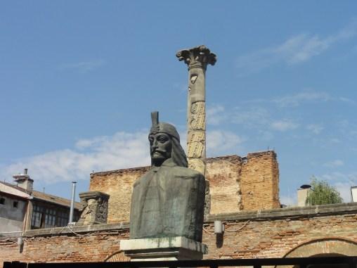 Dracula statue at ruins