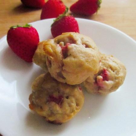 Strawberry-Banana Mini Breakfast Muffins the Entire Family Will Enjoy
