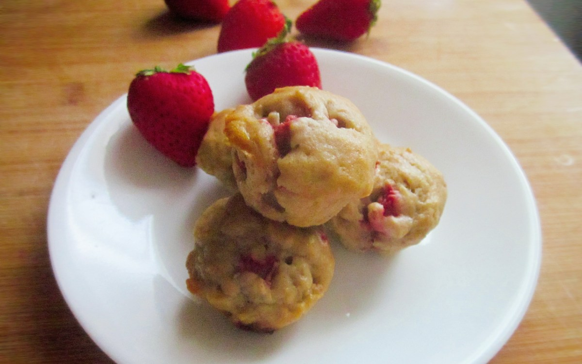 Strawberry-Banana Mini Muffins