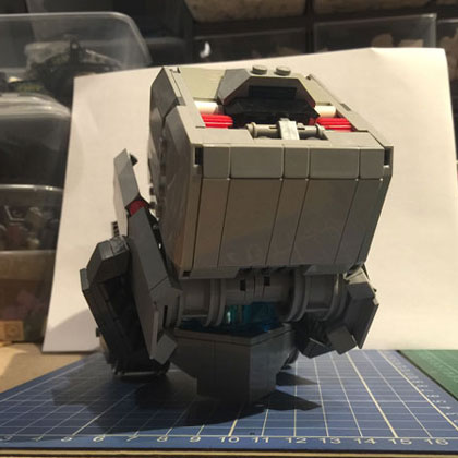 9-fin-head-angled-front