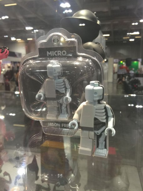 ahhh this half LEGO minifig and his cut up anatomical other half.