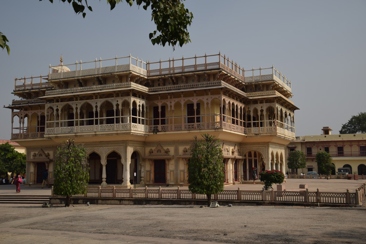 city-palace-jaipur-cour-musee