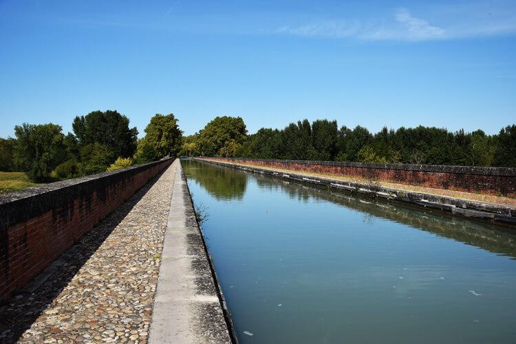 canal des deux mers à vélo Moissac pont-canal