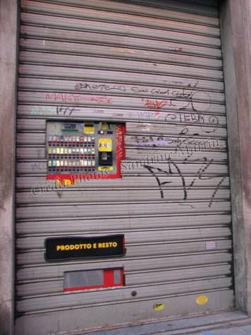 Côme - Centre - Distributeur de cigarettes