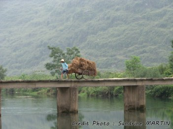 Yangshuo - Bicycle ride, along the river, local people