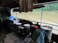 Voyage en bateau sur la Rivière Irrawaddy de Kata à Bhamo, sur le bateau, la cuisine