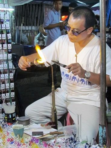 Chiang Mai - Au hasard des rues, marché, souffleur de verre