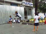 Ho Chi Minh - Au hasard des rues, enfants jouant à l'élastique