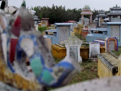 Hoï An, les environs - Sur le chemin, cimetière
