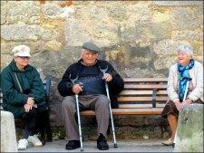 Dordogne - Bergerac - Au hasard des rues, petits vieux discutant
