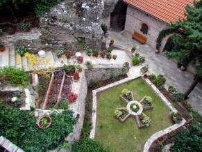 Les monastères des Météores - Monastère de Roussanou, intérieur, jardin