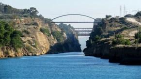 Sur la route - Canal 'Isthmos of Korinthos'