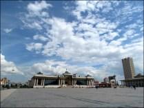 Oulan-Bator - Place Chinggis (ou Sukhbaatar), parlement