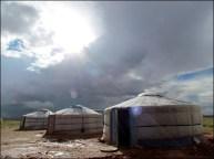 Sur la route proche Tsagaan Suvraga - Campement dans des yourtes
