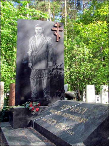 Yekaterinbourg - Cimetière Shirokorechenskoye Kladbishche, Mikhail Kuchin, dit cimetière de la mafia, 'Centrals Mafia's leader'