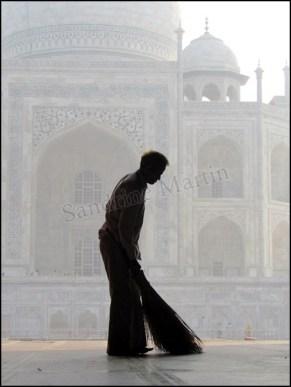 Agra - Taj Mahal, nettoyage quotidienAgra - Taj Mahal, nettoyage quotidien